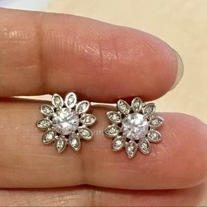 New white gold filled floral silver studs stones